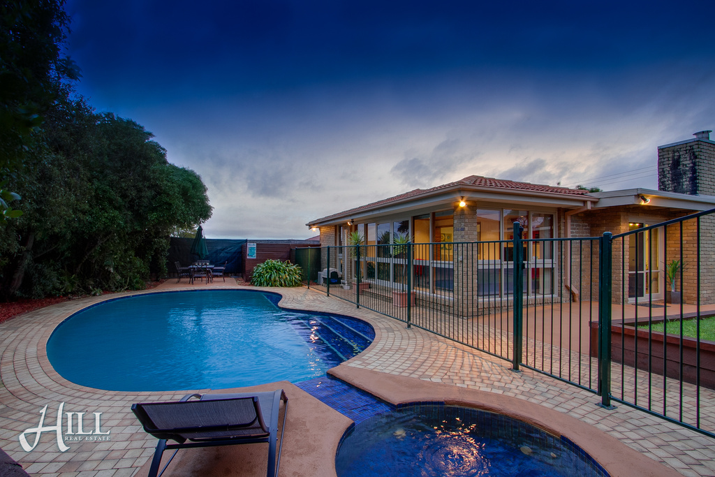 36 Radleigh Drive, WHEELERS HILL  VIC  3150