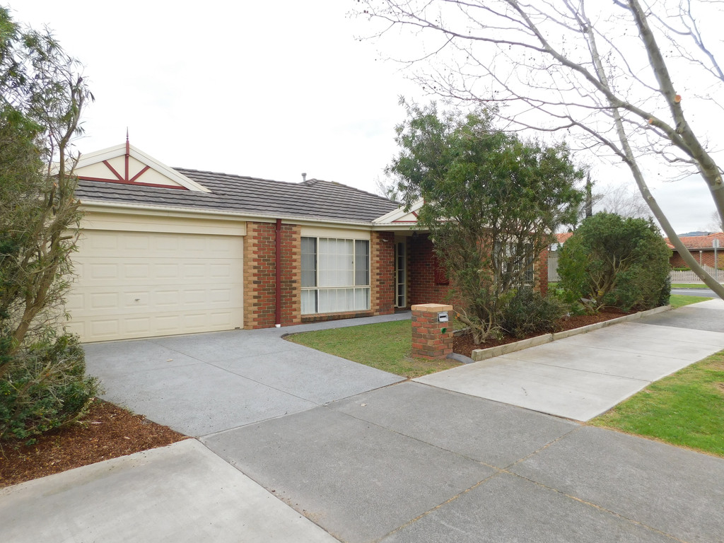 8 Longwood Close, ROWVILLE  VIC  3178