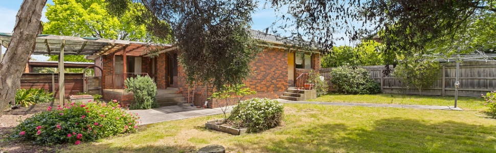 55 Galahad Crescent, GLEN WAVERLEY  VIC  3150