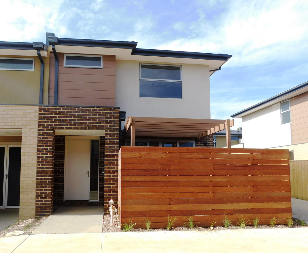17 Emica Parade, KNOXFIELD  VIC  3180