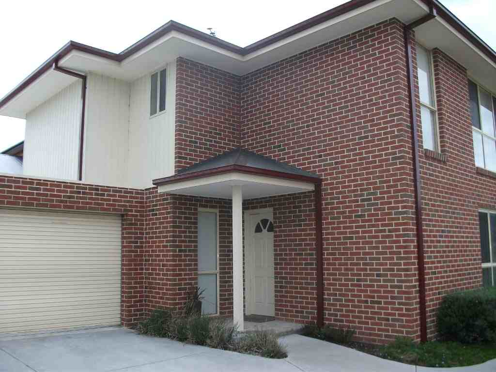 2/12 Stradbroke Road, BORONIA  VIC  3155