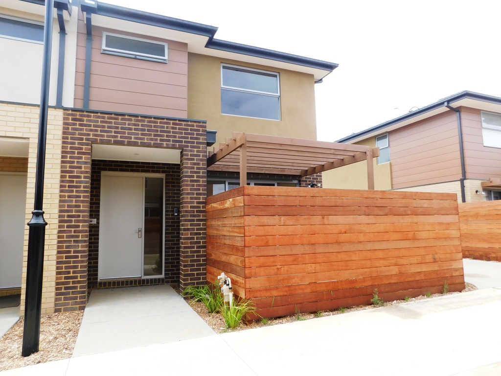 9 Emica Parade, KNOXFIELD  VIC  3180